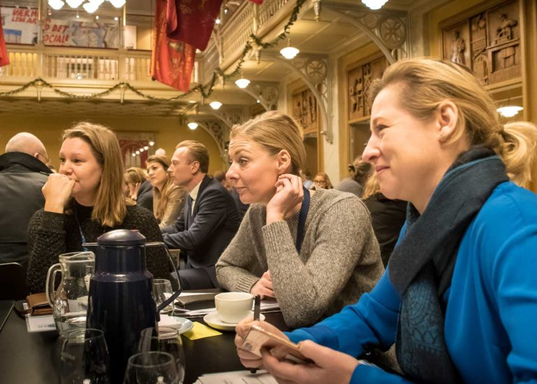Mette Fjord and Sophie Hæstorp at their table